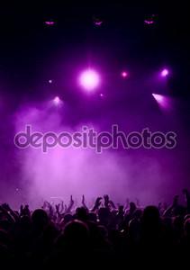 фиолетовый концерт атмосфера