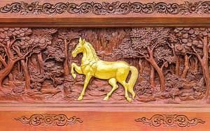 Резной лес с лошадью