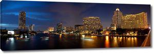 Панорама строительства вблизи реки в городе Бангкок