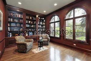 библиотека в роскошном доме
