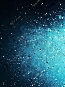 Капля воды на стекле