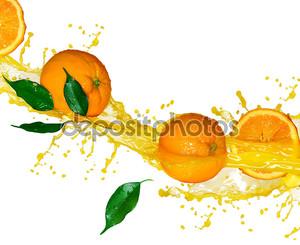 Оранжевые фрукты и разбрызгивание сока в движении