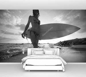 Девушка серфер на закате