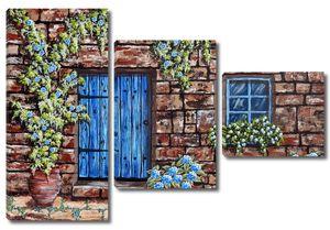 Кирпичная стена с синей дверью