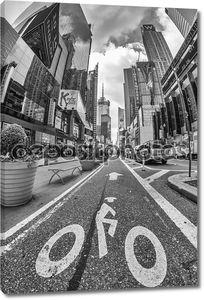 Нью-Йорк - Июн 11: велосипед знак на улице в Таймс-сквер