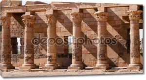 Древние, декоративные резные колонны