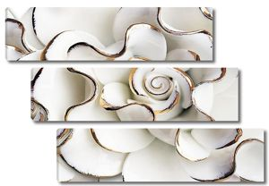 Крупная роза с золотыми ободочками