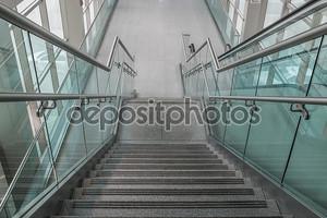 несколько шагов лестницы из гранита