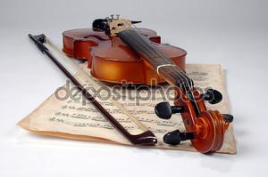 Старая скрипка и ноты