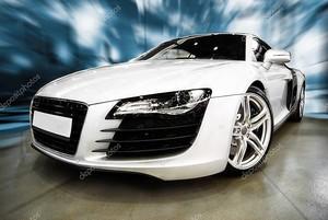 белый спортивный автомобиль