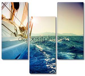 Яхта парусный против закат.Sailboat.Sepia тонированные