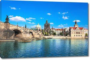 Мост над водой в Праге