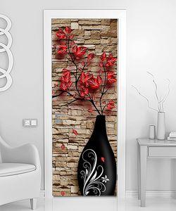 Ваза с красными цветами у кирпичной стены