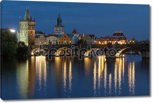 Вечерний вид на Карлов мост в Праге