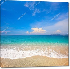 Чистое небо над пляжем