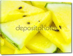Желтый арбуз на белом фоне