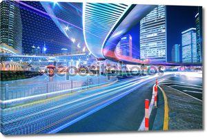 Городской кольцевой дороги света тропы ночь в Шанхае
