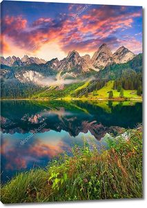 Восход солнца на берегу озера