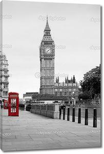 Красный телефон в Лондоне и Биг-Бен, в черно-белом