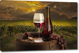 Натюрморт с белым вином и старый ствол