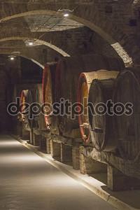 В старом винном погребе