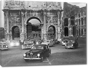Автомобили у ворот древнего Рима