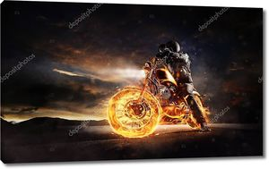 Горящий мотоцикл в лучах заката