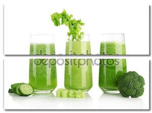 очки зеленого растительного сока, изолированные на белом