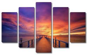 Деревянный мост к закату