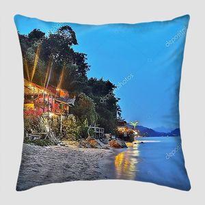 Бунгало на тропическом пляже