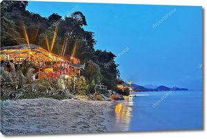 Недорогие бунгало на тропическом пляже