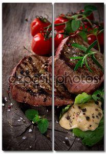 Стейки гриль с овощами