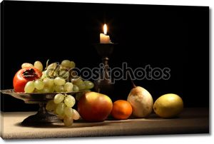 Фрукты и свеча