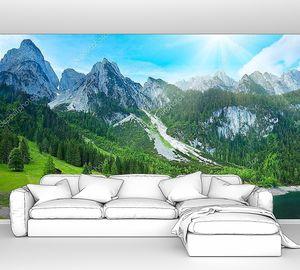 Альпийские горы озеро и солнце в небе