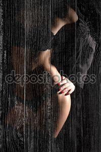 Женщина очаровательная в дамском белье