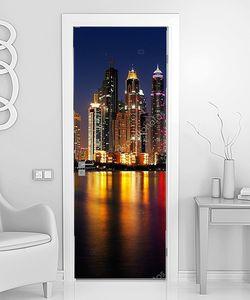 Дубай, ОАЭ в сумерках, как видно из Палм Джумейра