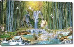 Водопад в бамбуковом лесу