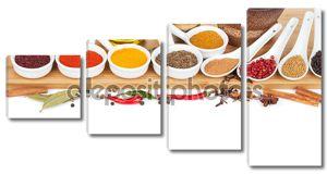 Тарелки с различными специями
