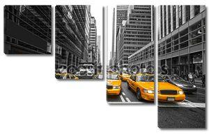 Нью-Йорк 25 марта: Таймс-Сквер, признакам с Театры Бродвея и анимационные светодиодные вывески, является символом Нью-Йорка и Соединенных Штатов, 25 марта 2012 года в Манхэттене, Нью-Йорке. США.