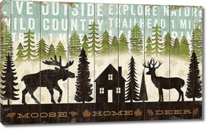 Фигуры лося и оленя на заборе