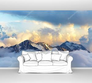 Альпийские вершины в облаках