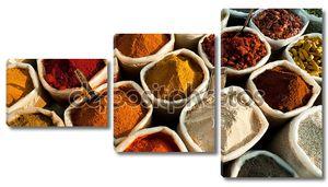 Красочные специй на индийский рынок
