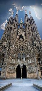 sagrada familia вертикальные панорамный вид