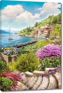 Лестница в цветах к набережной