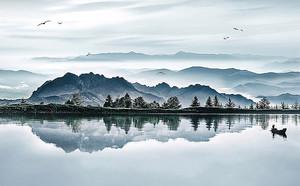Лодка на прозрачном озере