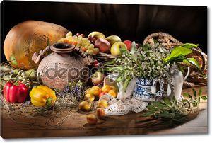 Натюрморт с керамической Jar и фрукты