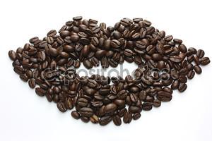 Губы сделаны из кофейных зерен