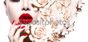 Сексуальная женщина с цветами. Vogue модель стиля