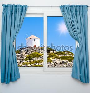 Вид из окна в летний день