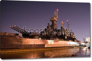 USS Северная Каролина Арсенал ночью